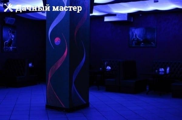 Оформленный столб в танцевальном зале