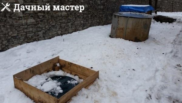 Внешний вид системы водоснабжения дачного дома из колодца через промежуточную буферную емкость