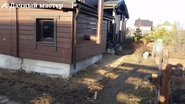 Придомовая территория после демонтажа отмостки