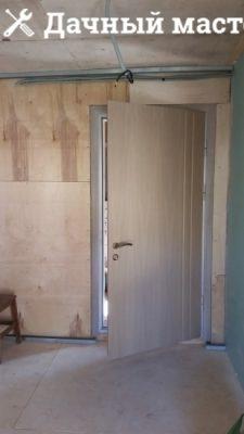 Зашивка пола, потолка, стен пристройки фанерой