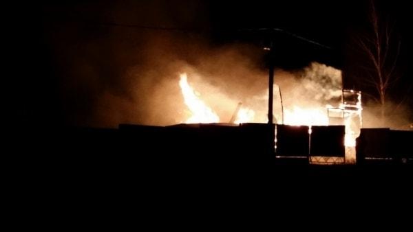 Горение дома, случившееся по причине перегрузки электросети