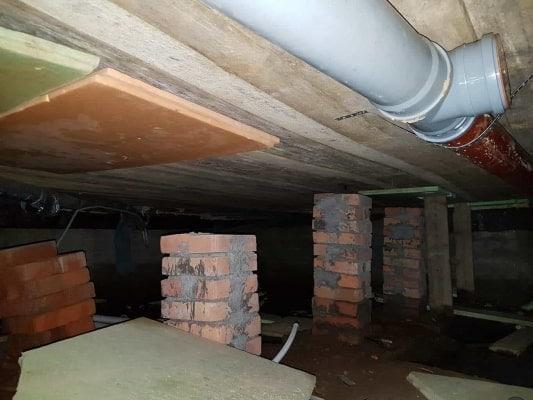 Опорные столбики под лагами первого этажа