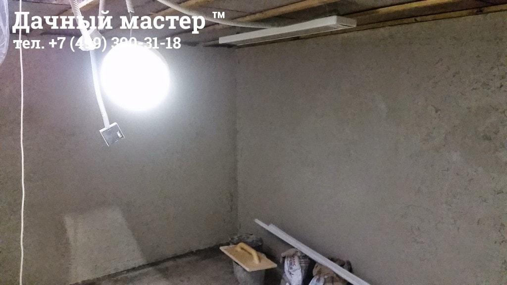 Отштукатуренные стены и уложенная стяжка