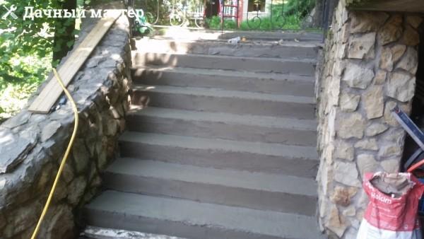 Лестница после демонтажа опалубки