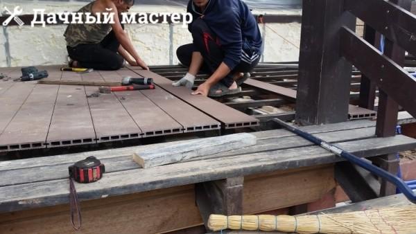 Монтаж полимерной террасной доски на веранде