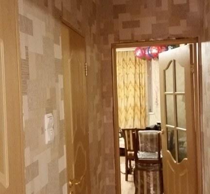 Оклейка межкомнатного коридора обоями
