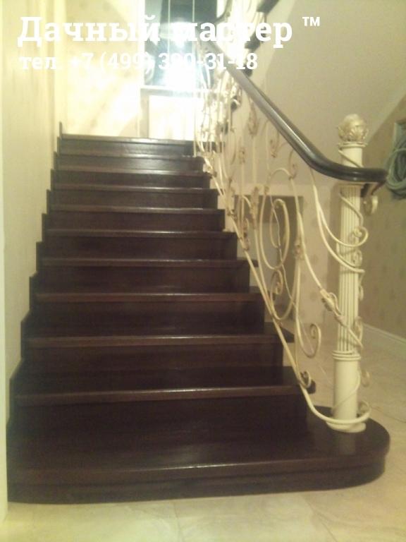 Прямая лестница с декором перил