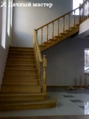 Полуразворотная лестница