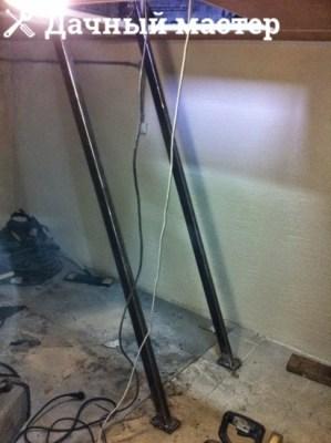 Монтаж тетивы металлической лестницы в погреб