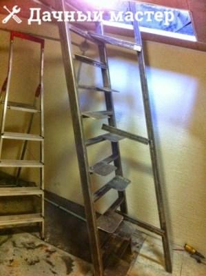 Монтаж перила металлической лестницы в подвал
