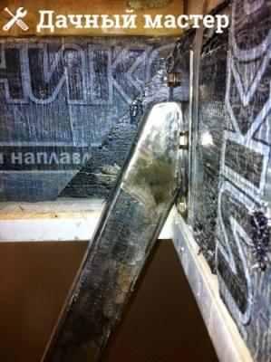 Крепеж к бетонной стене металлической лестницы