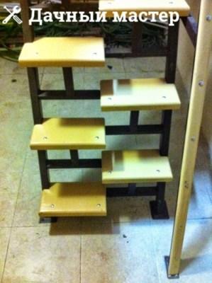 Готовая металлическая лестница с деревянными ступенями (вид спереди)