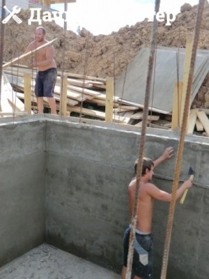 Монолитные бетонные стены подвала (погреба) после заливки