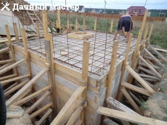 Вязка арматурного каркаса крыши подвала (погреба)