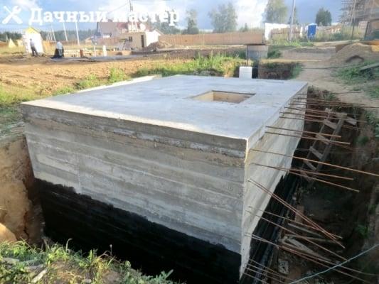 Выпуски арматуры для строительства дополнительного подвального помещения