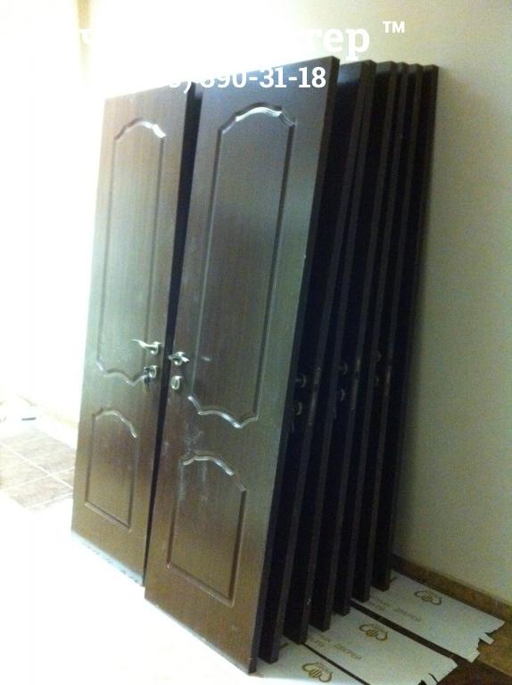 Складированные новые двери