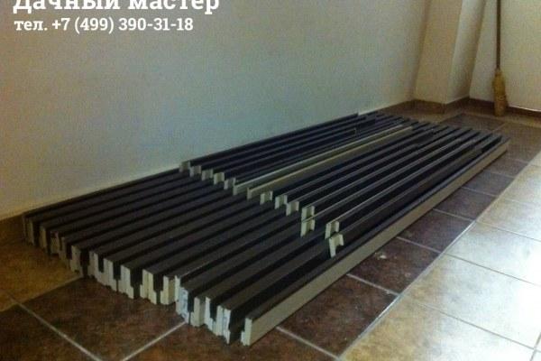 Подготовленные к сборке детали дверных коробок
