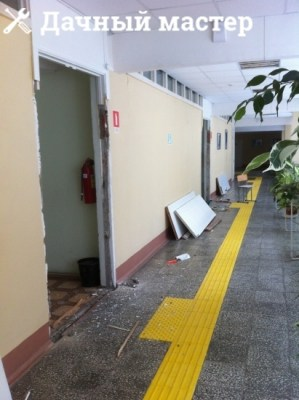 Старые входные двери демонтированы