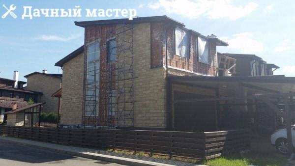 Стены дома после демонтажа утеплителя из минеральной ваты