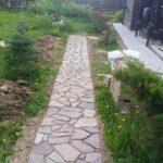 Обустройство дачных дорожек из натурального камня