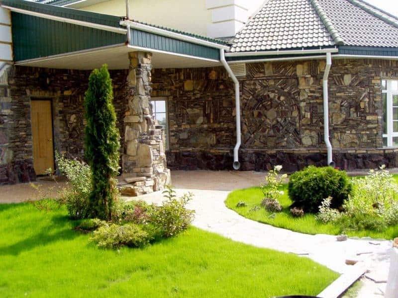 отделка дачного дома камнем
