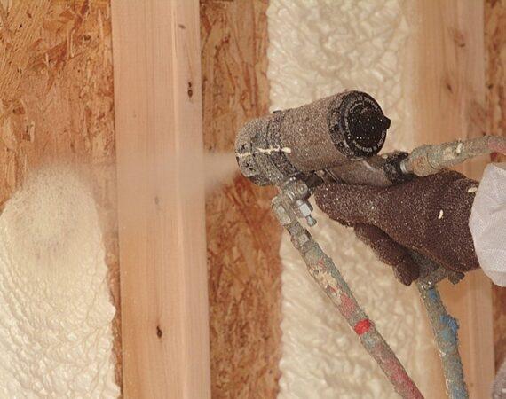 Утепление каркасного дома. Напыляемые материалы.