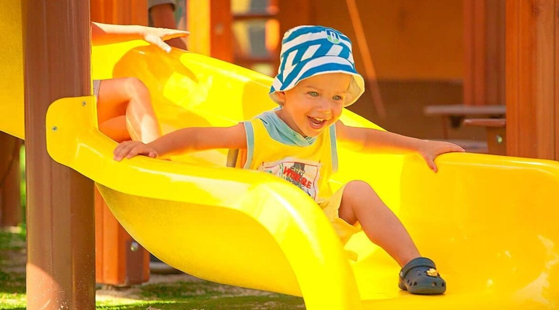Детская площадка на вашем участке: преимущества и виды