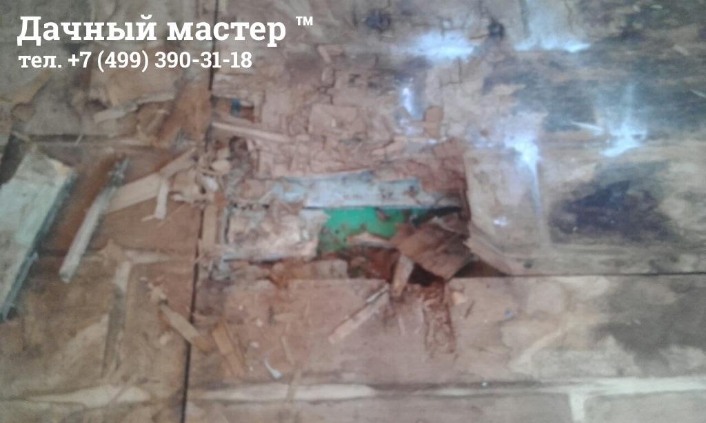 Разрушение пола дачного дома