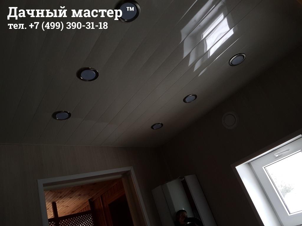 Потолок санузла после ремонта