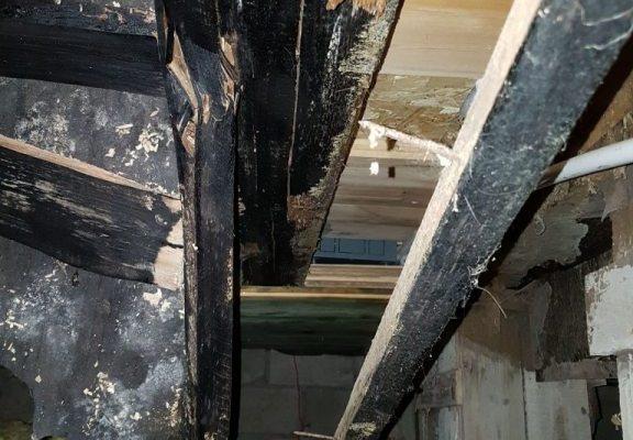 Разрушенное перекрытие цокольного этажа