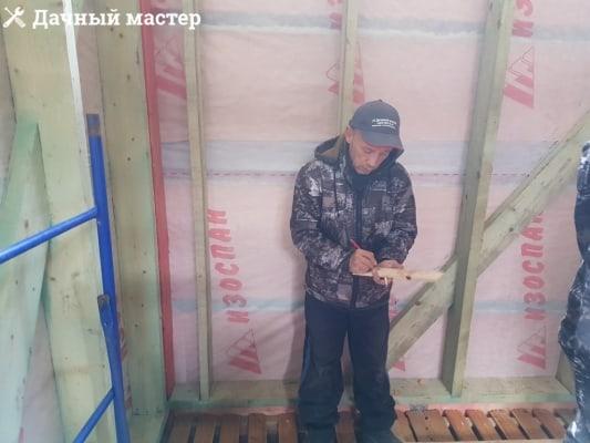 """Один из мастеров ООО """"Дачный мастер"""""""