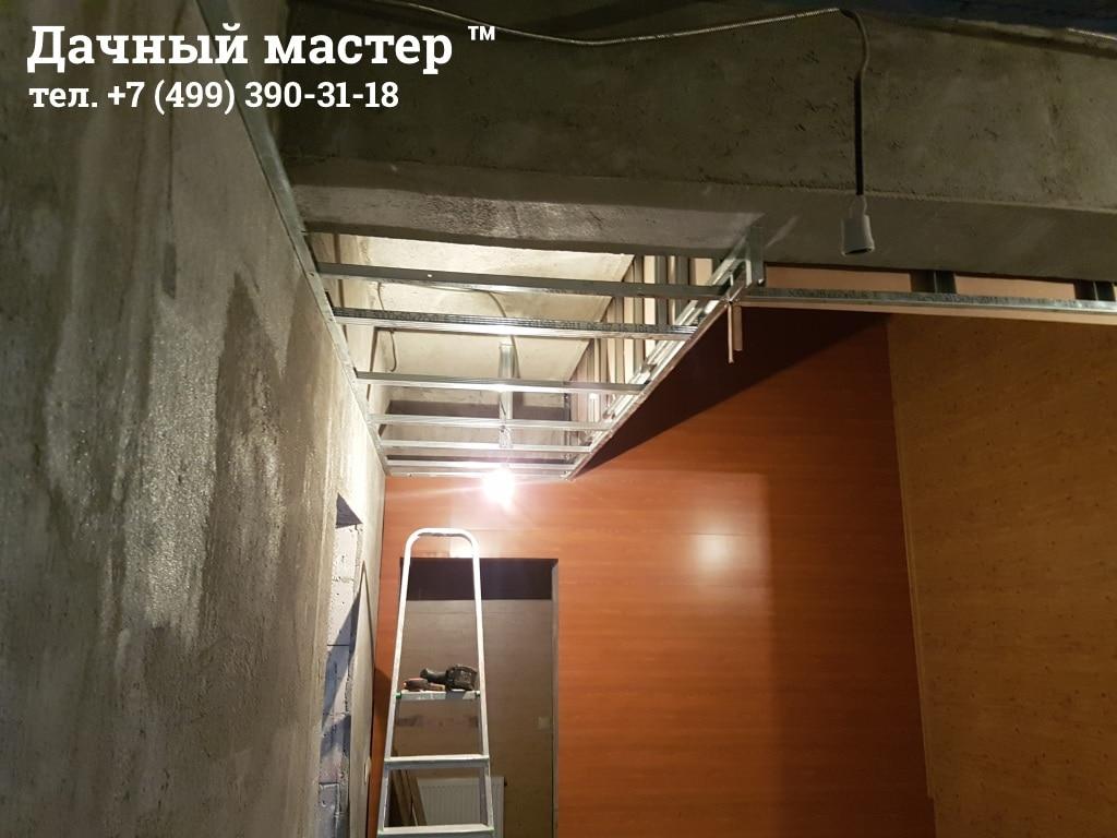 Смонтированные МДФ панели в лестничной шахте