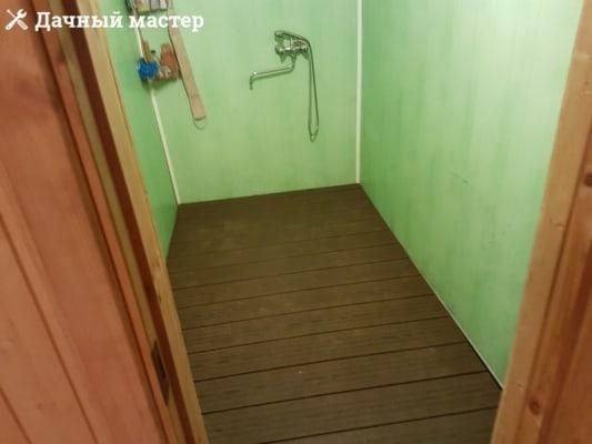 Смонтированный чистовой пол в бане